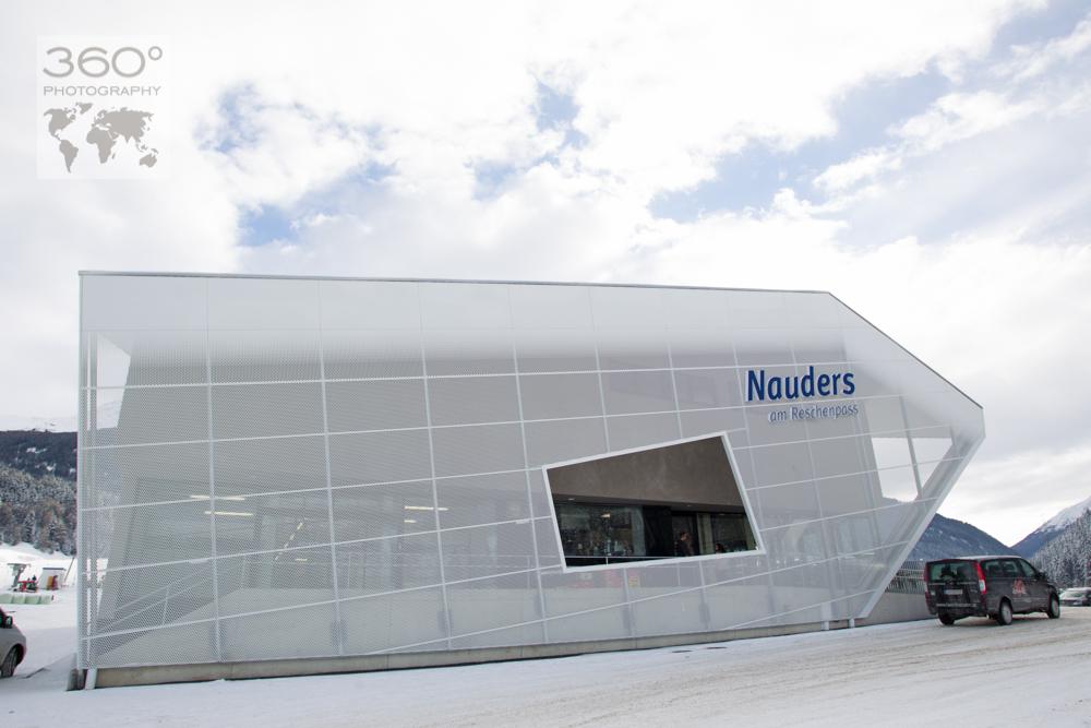 Neue Talstation der abgebrannten Nauderer Bergbahn. Bauzeit von sechs Wochen, von Doppelmayr wieder aufgebaut