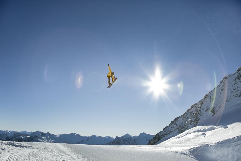 Werni Stock, Profi Snowboarder Hintertuxer Gletscher im Betterpark