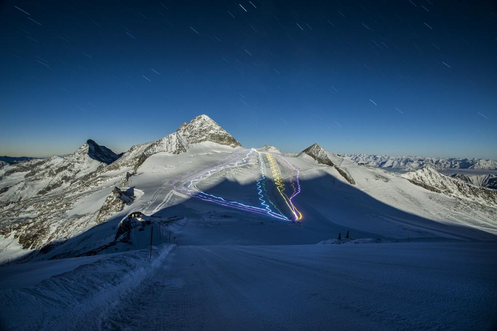 Lichtspuren bei Nacht am Hintertuxer Gletscher